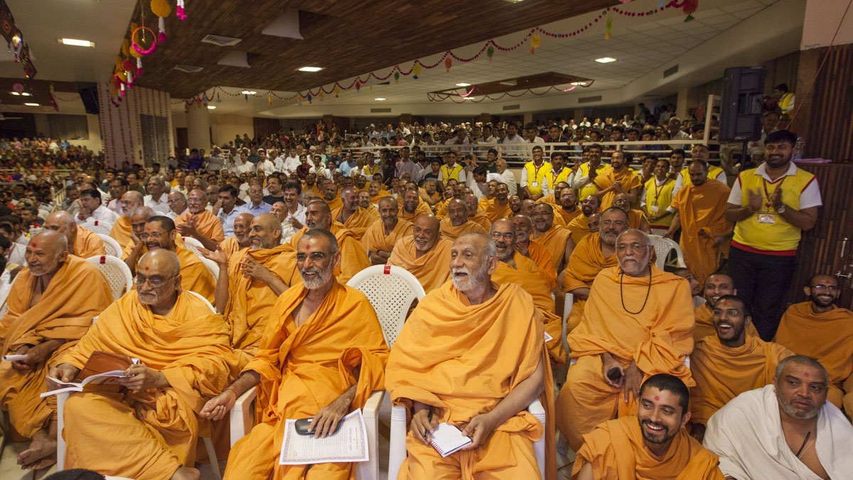 Sadhus, devotees and well-wishers during the evening session