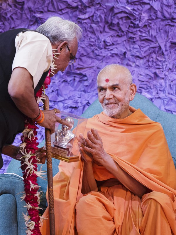 Swamishri blesses P.M. Patel, Chairman of Education Campus, Vidyanagar