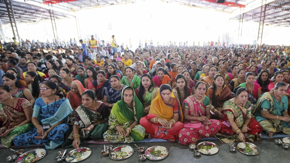Mothers of the parshads participate in mahapuja rituals