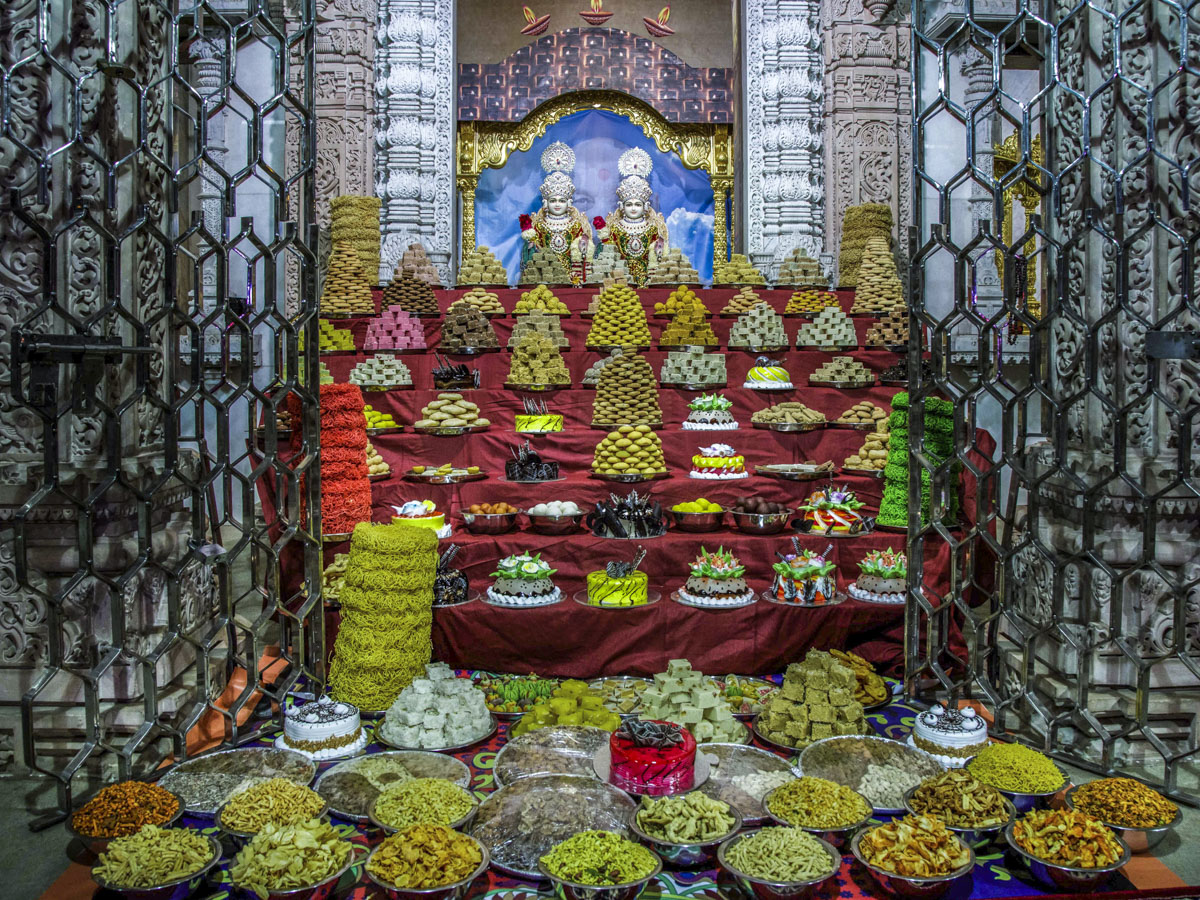 Annakut offered to Bhagwan Swaminarayan and Aksharbrahman Gunatitanand Swami
