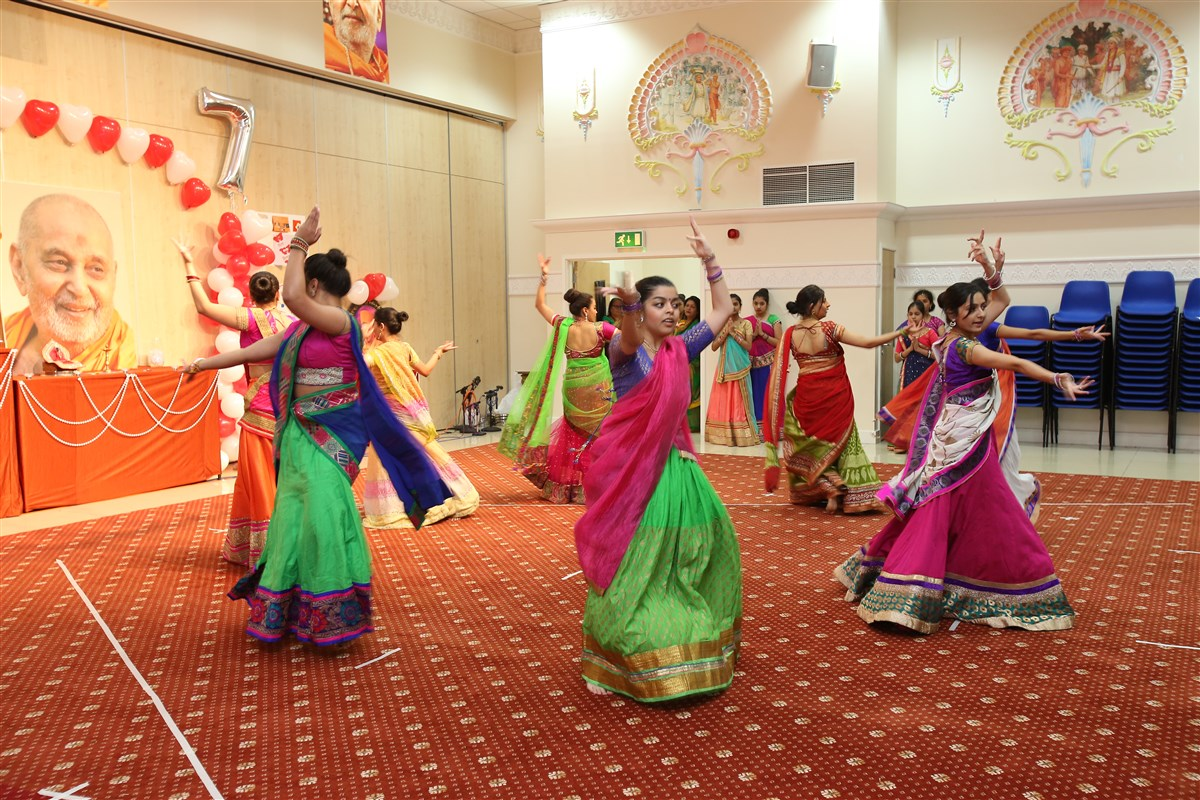 Pramukh Swami Maharaj 97th Janma Jayanti Celebrations, Wellingborough Mahila Mandal, UK