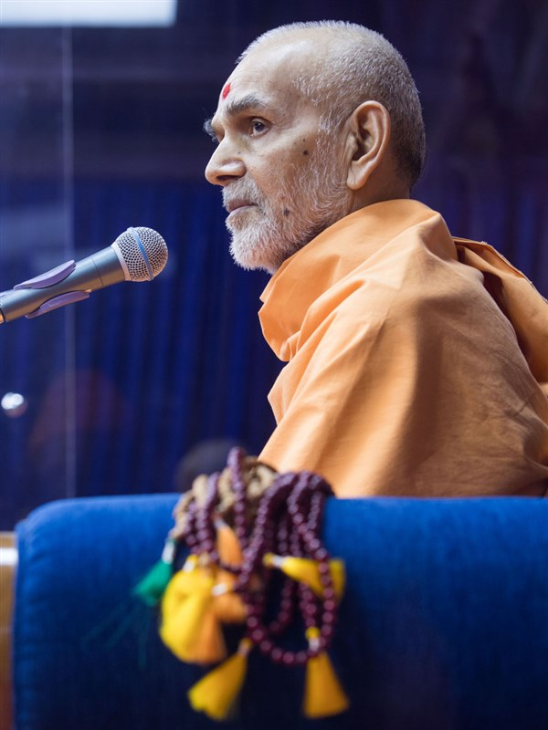 Swamishri replies to a question