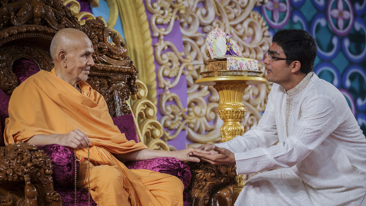 Swamishri blesses a youth