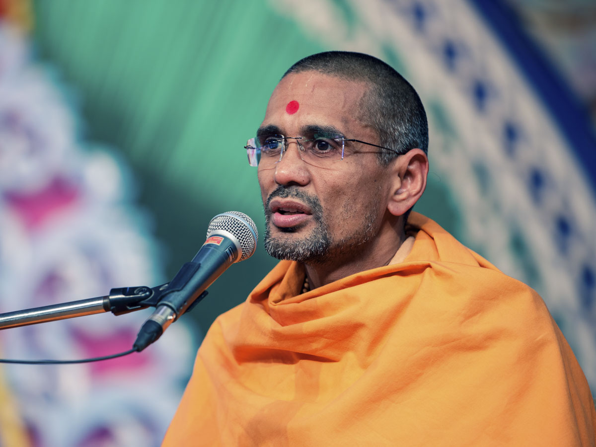 Atmatrupt Swami addresses the Gramya Din assembly