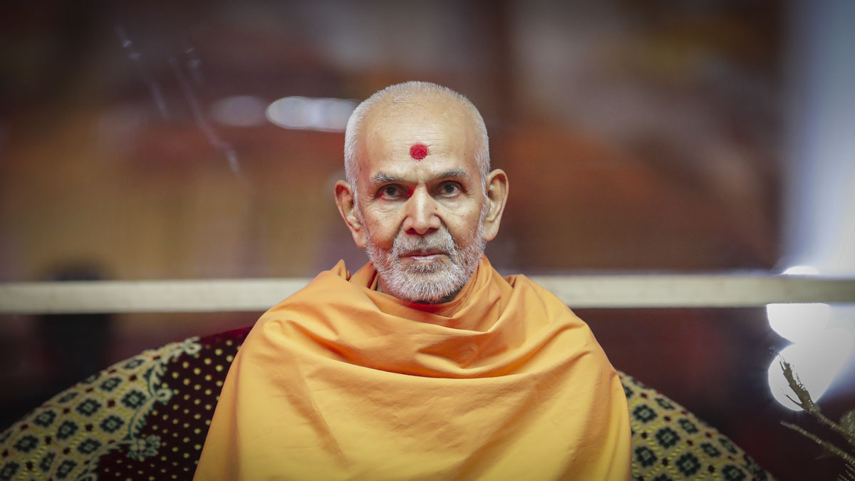 Swamishri during kirtan aradhana