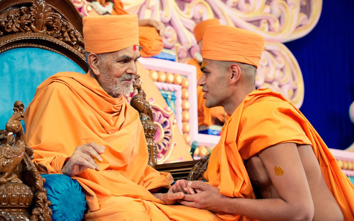 Swamishri gives diksha mantra to sadhus and blesses them