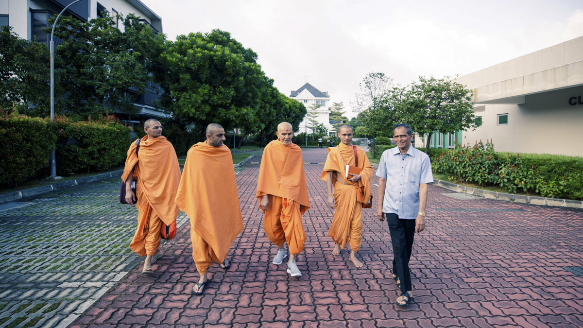 Swamishri during his evening walk, 4 Feb 2018