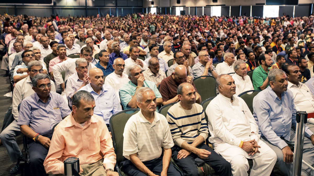 Devotees during the diksha mahapuja ceremony