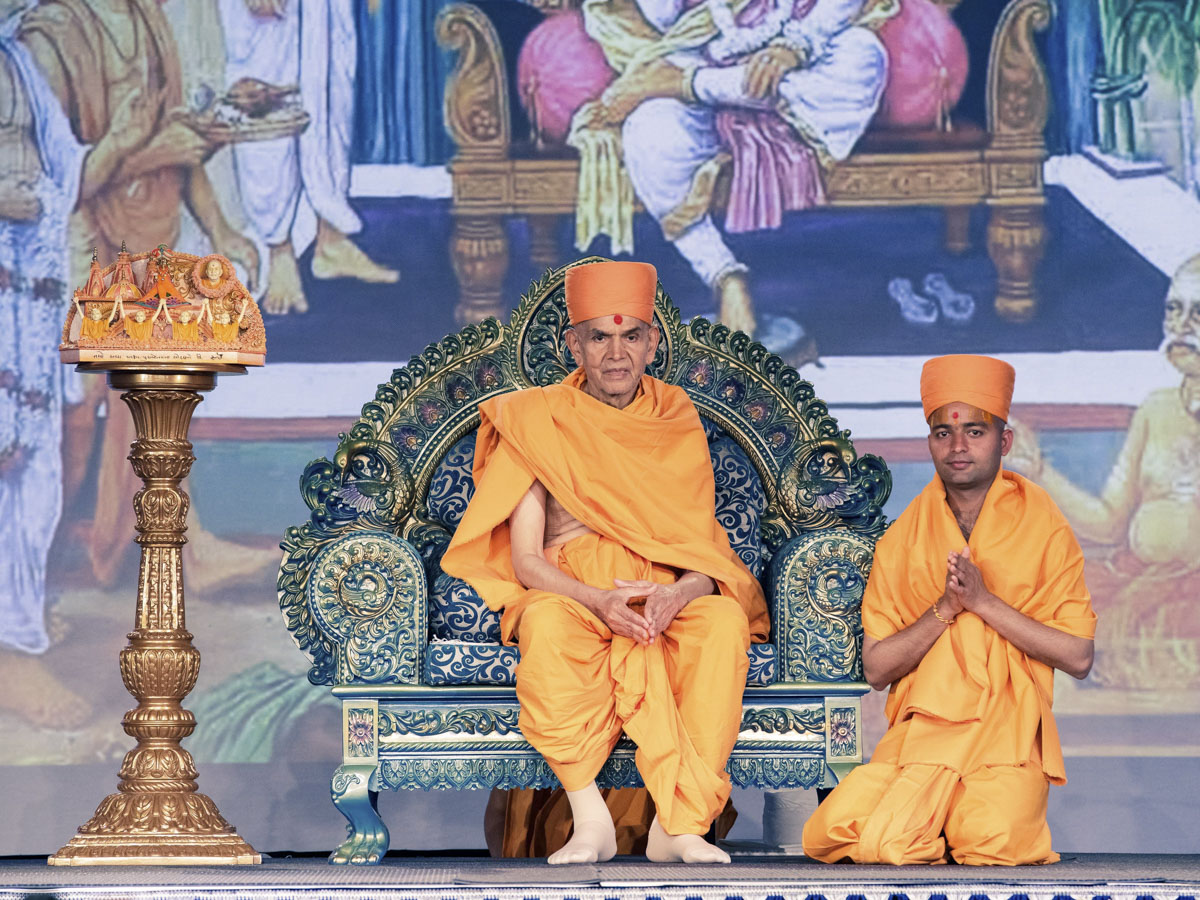 Newly initiated sadhu with Swamishri