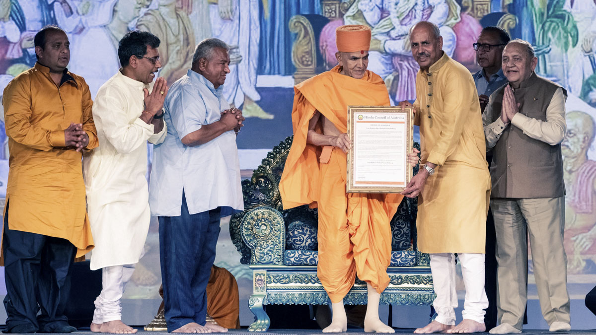 Hindu Council of Australia honors Swamishri