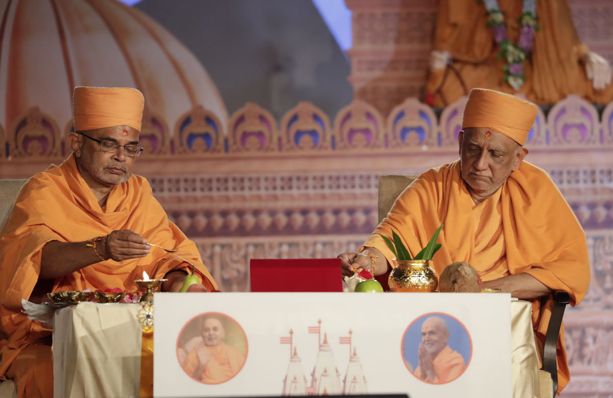 Atmaswarup Swami and Jnaneshwar Swami perform the bhumi pujan mahapuja rituals for the new BAPS shikharbaddha mandir, Sydney