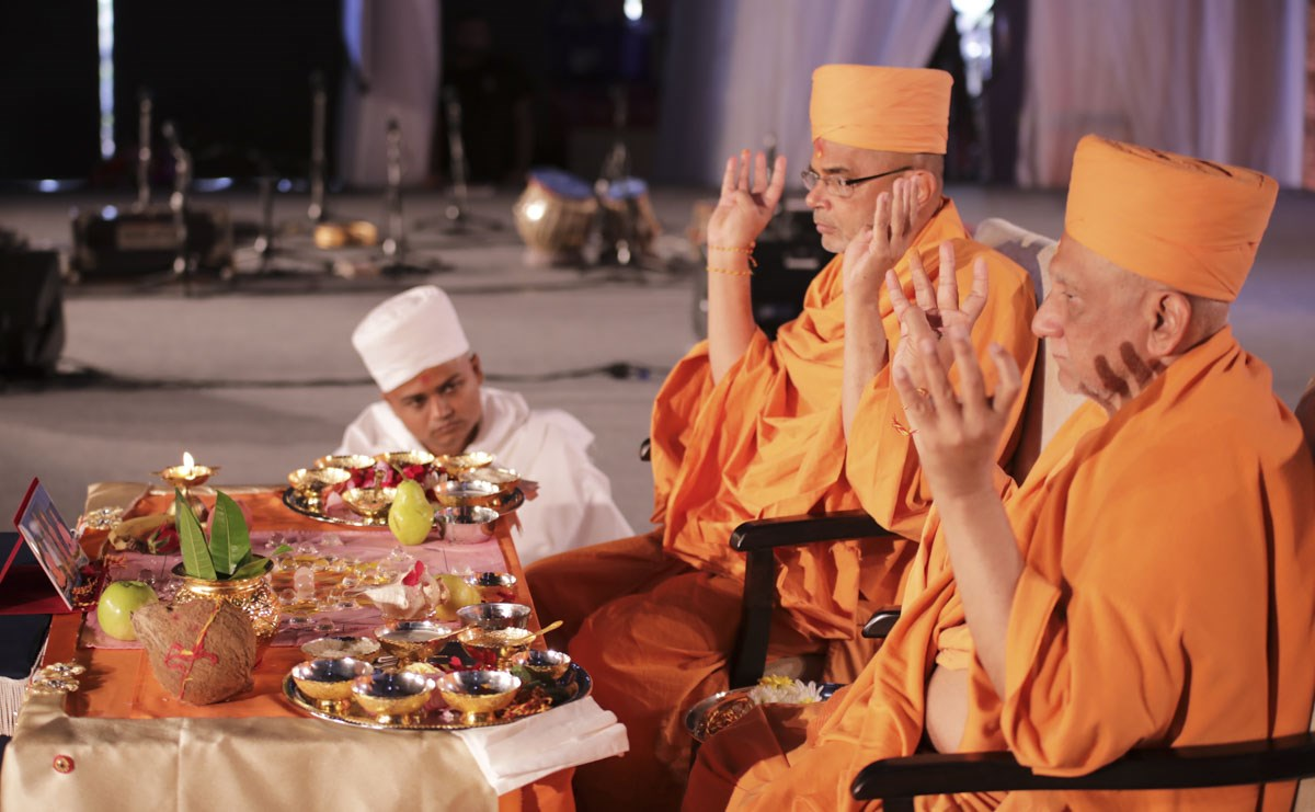 Atmaswarup Swami and Jnaneshwar Swami perform the bhumi pujan mahapuja rituals