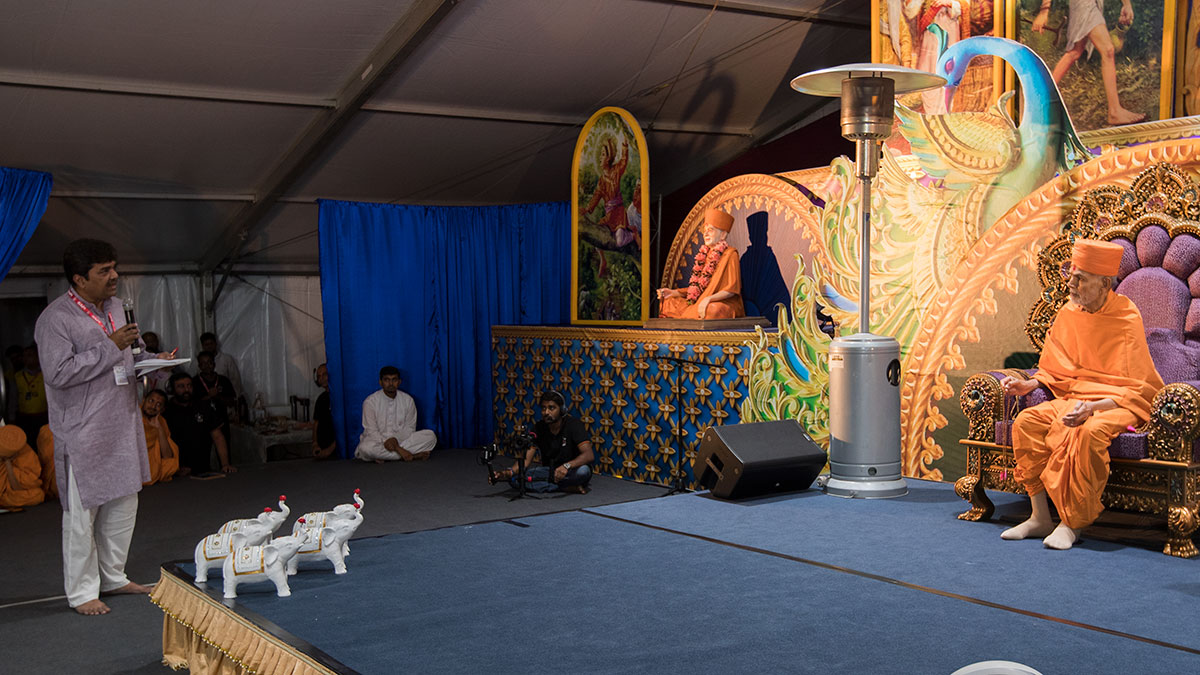 A devotee presents before Swamishri