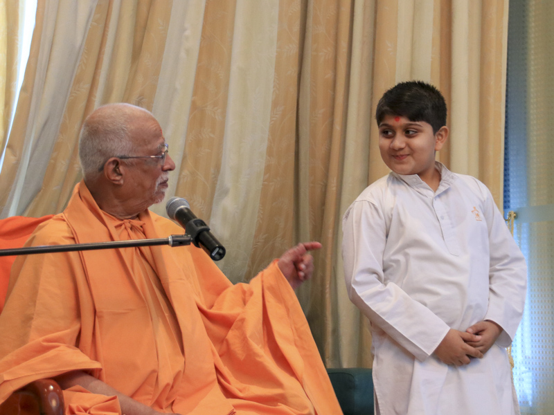 Pujya Doctor Swami interacts with a child