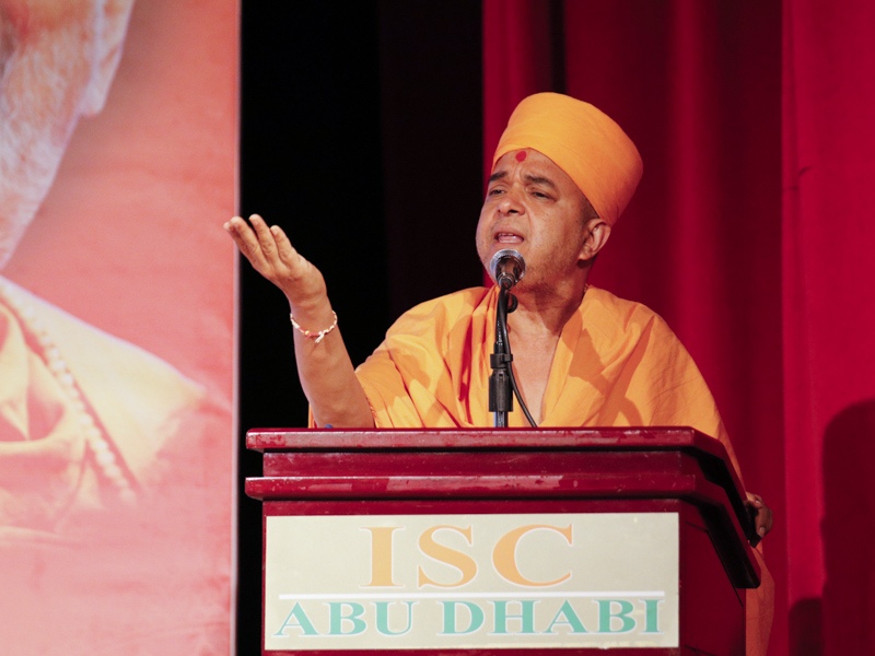 Brahmavihari Swami addresses the assembly