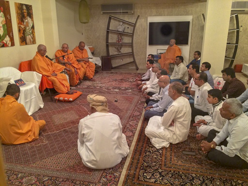 Pujya Doctor Swami blesses the morning assembly