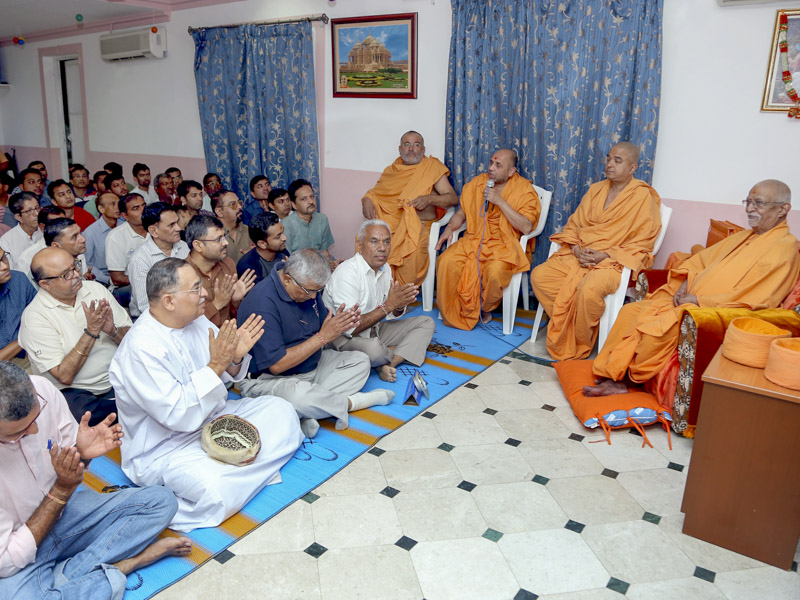Narayancharan Swami addresses an assembly at BAPS Shri Swaminarayan Mandir, Gala