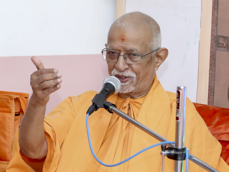 Pujya Doctor Swami blesses an assembly