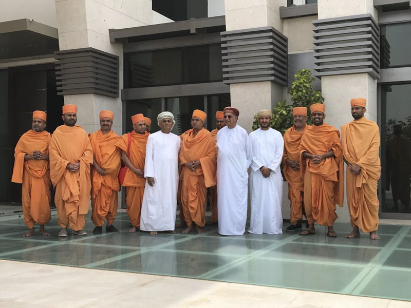 Pujya Doctor Swami and sadhus meet community leaders