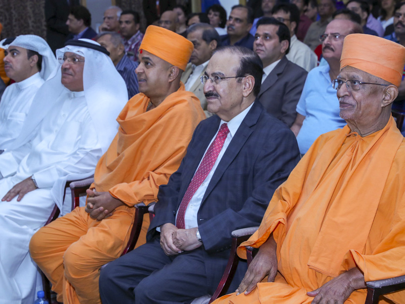 Pujya Doctor Swami, Brahmavihari Swami and guests during the assembly
