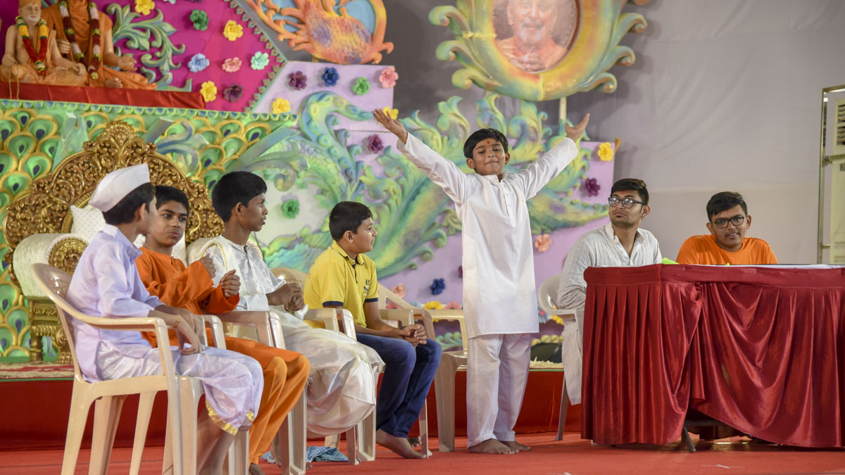 Children present a skit in the evening Bal Din assembly