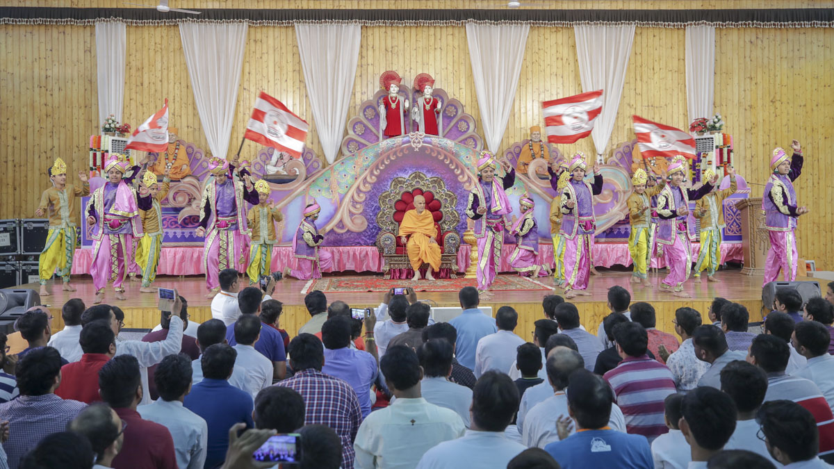 Youths perform a welcome dance in the evening satsang assembly