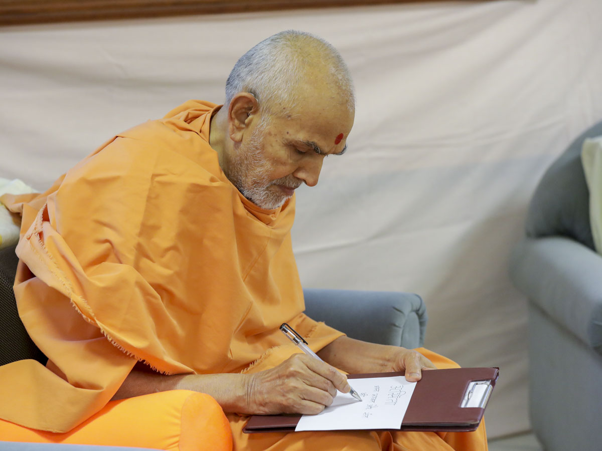Swamishri writes blessings
