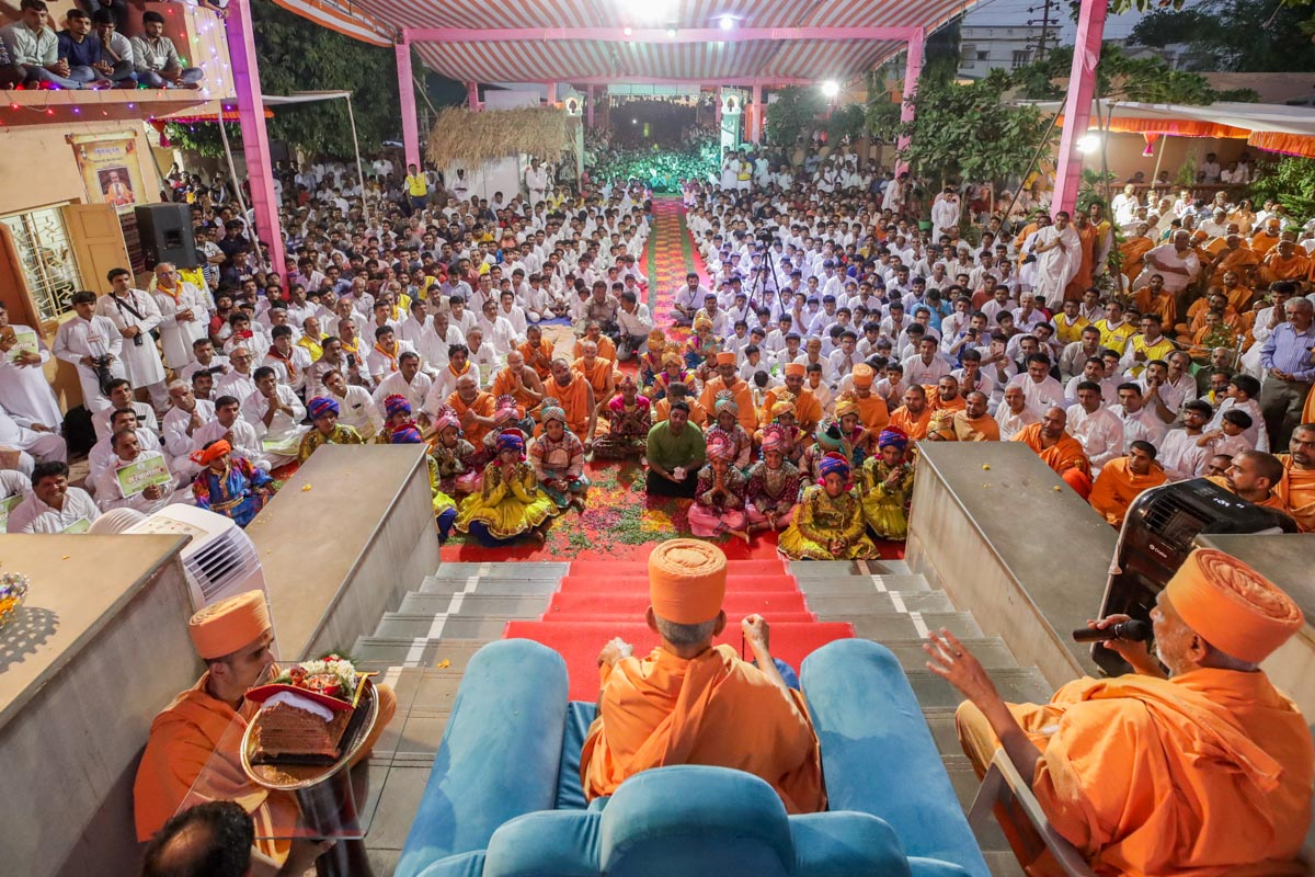 Devotees during the welcome assembly