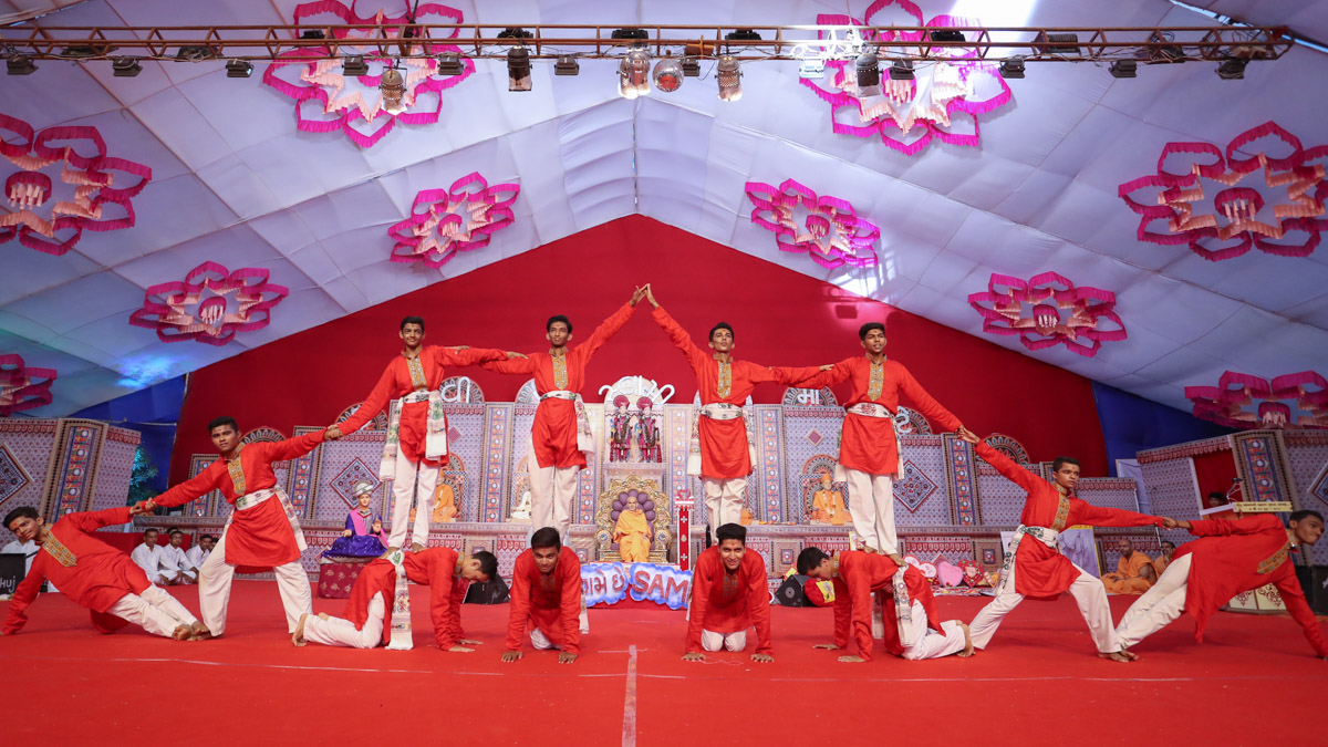 Youths perform a dance in the evening Yuva Din assembly