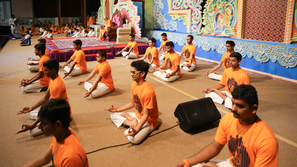 Yuva Talim Kendra youths perform yoga before Swamishri