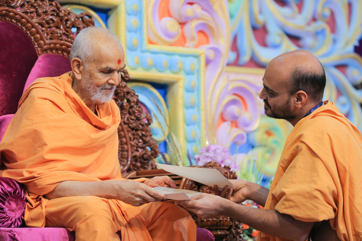 Swamishri blesses Gnannayan Swami for earning two gold medals in his Shastri exams