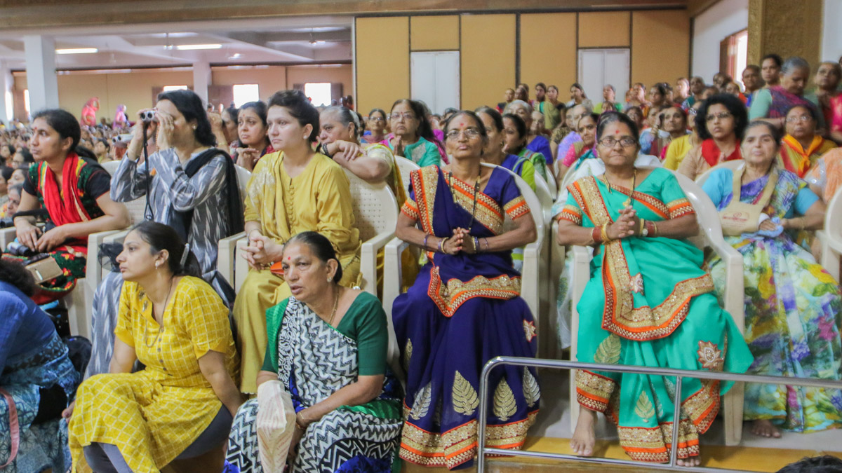 Mother and female relatives during the diksha ceremony