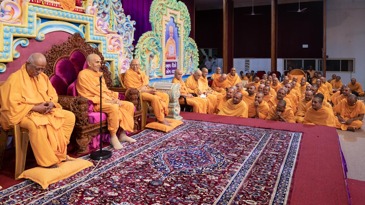 Swamishri blesses a shibir session