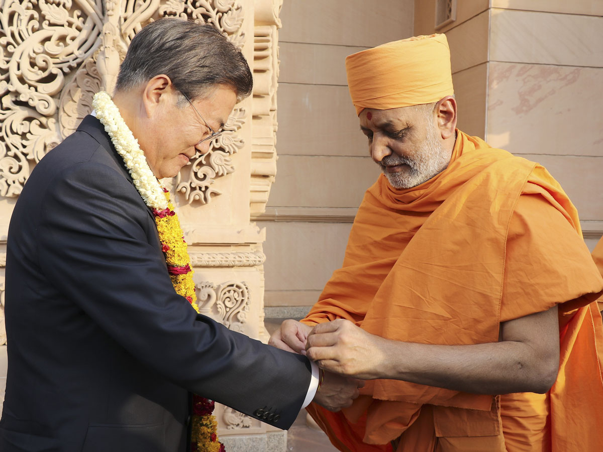 South Korean President Moon Jae In Starts Trip To India With Visit