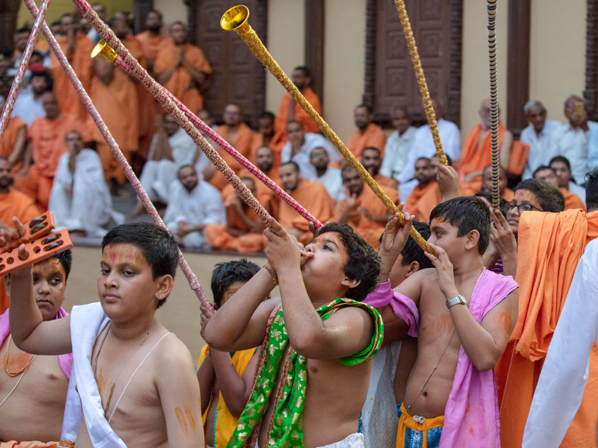 Children join the rathyatra in traditional dress