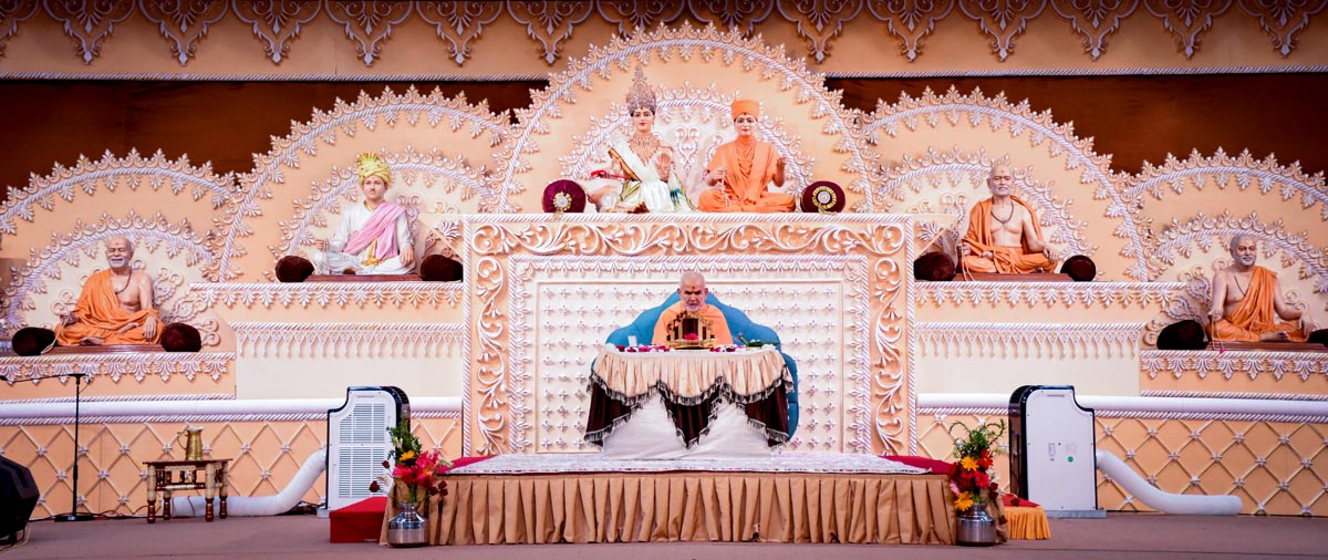Param Pujya Mahant Swami Maharaj performs his morning puja, Akshar Farm, Anand