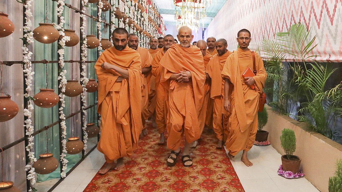 Swamishri on his way for the evening assembly