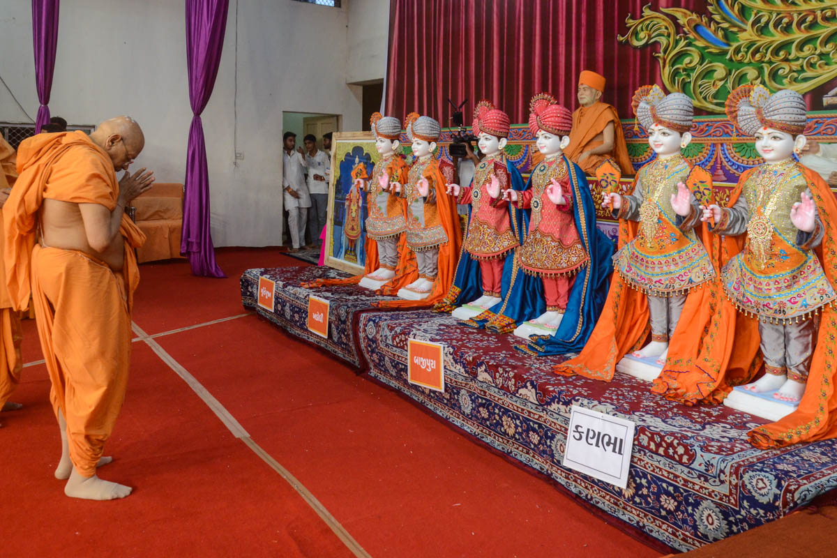 Murtis consecrated for new BAPS Shri Swaminarayan Mandir, Kanbha, Bajipura, Khadodhi and Khatraj, India in the evening assembly