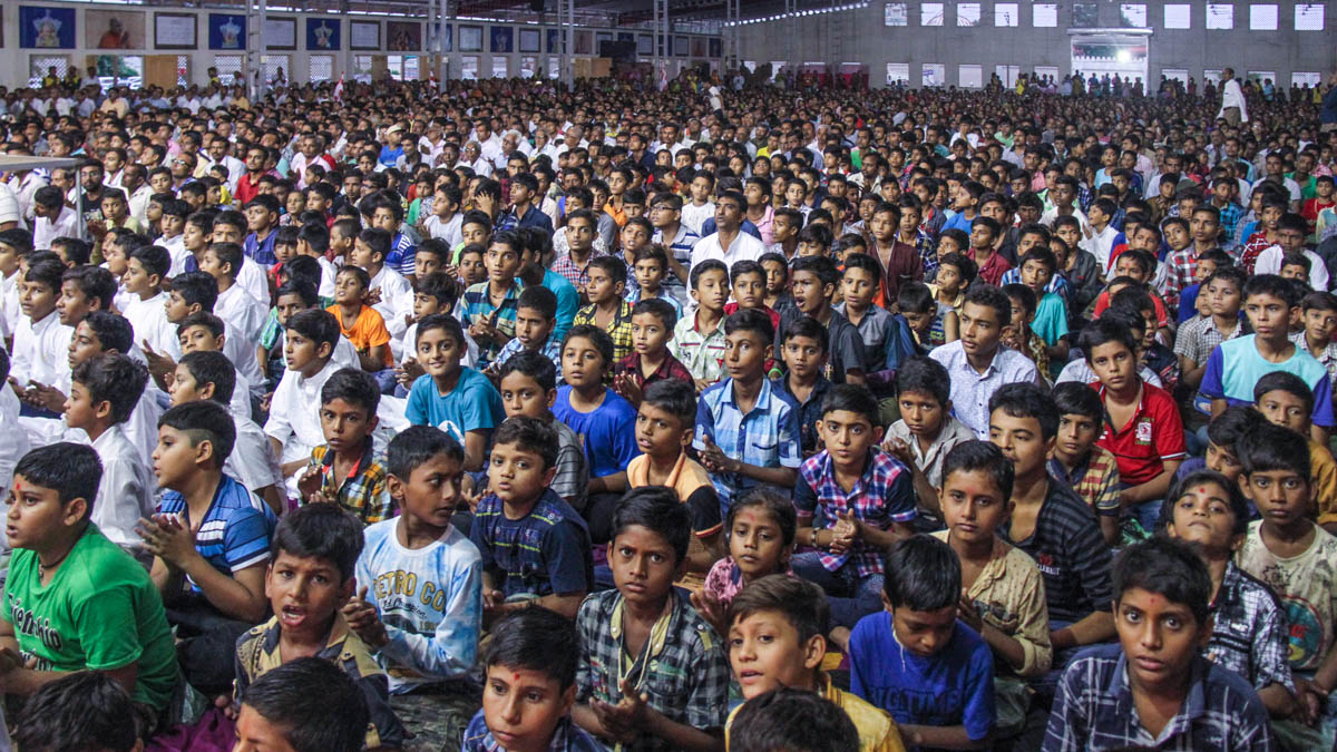 Children during the Bal Din assembly