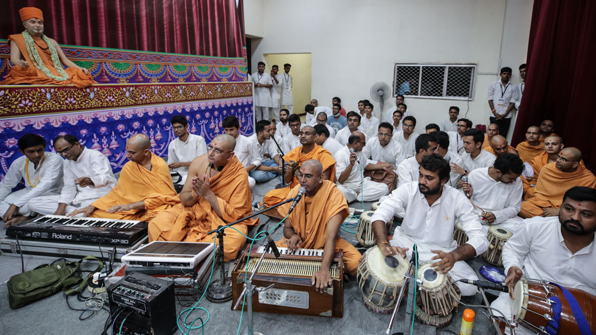 Sadhus sing kirtans during the assembly