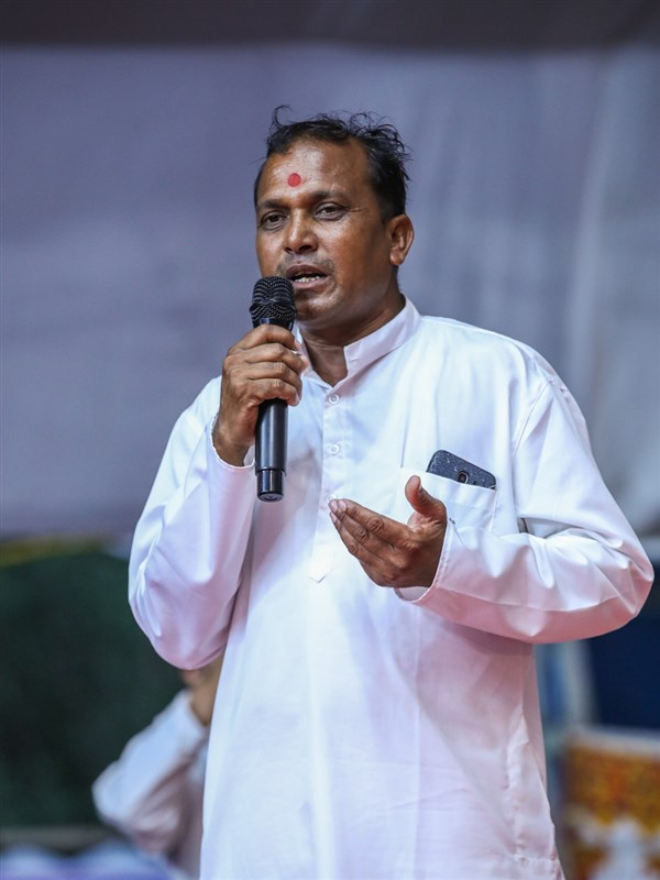A devotee addresses the assembly