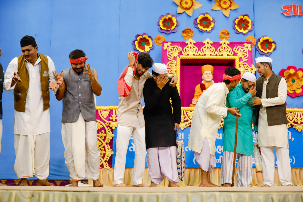 A skit presentation by youths in the evening satsang assembly
