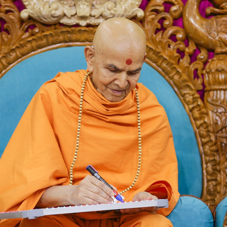 Swamishri writes a message