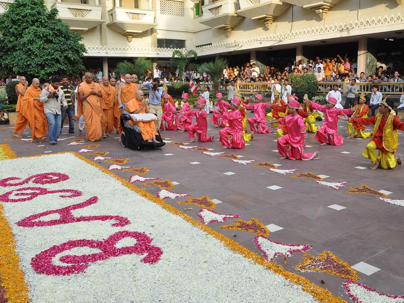 Kids perform a dance before Swamishri on mandir grounds