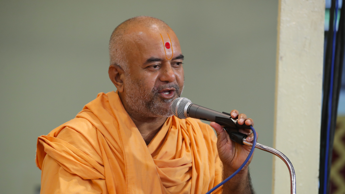 Bhagyasetu Swami addresses the assembly
