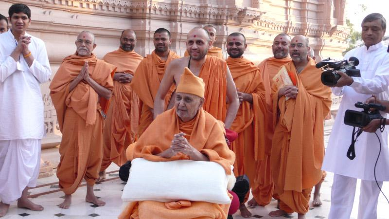 Swamishri in a jovial mood