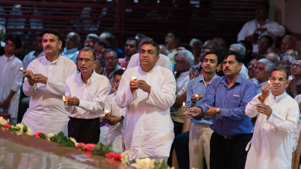 Devotees perform the evening arti