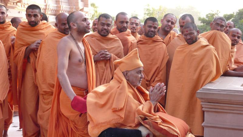Swamishri engaged in darshan of Guru Parampara