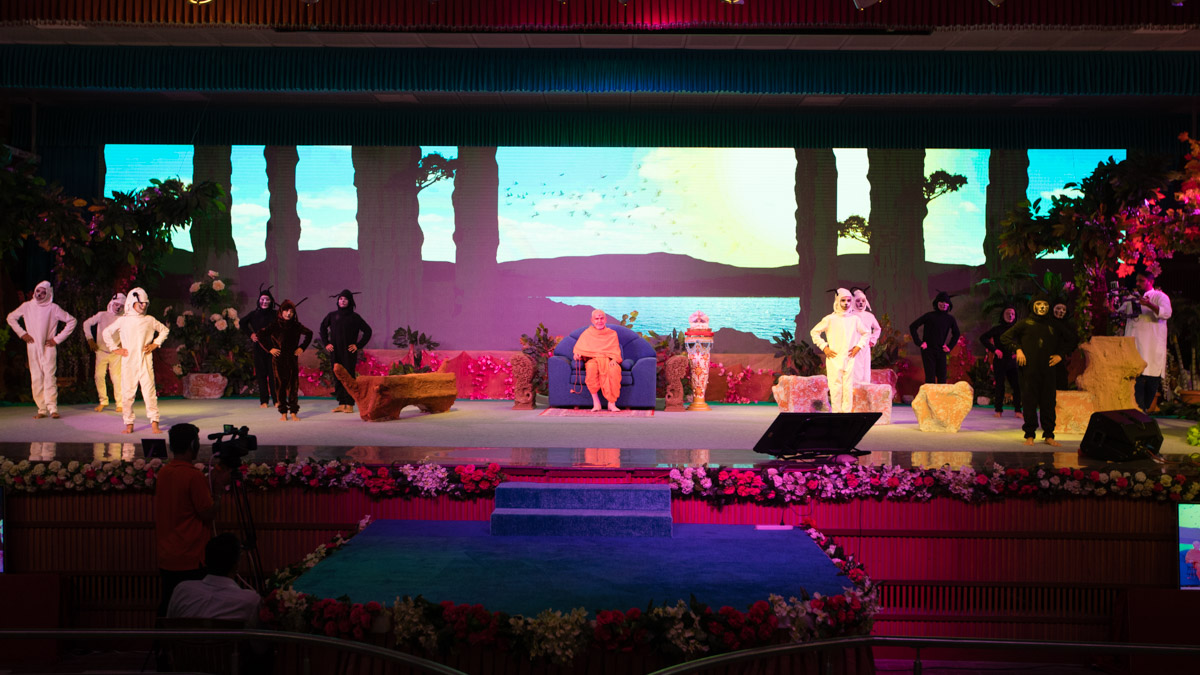 A musical presentation by children titled 'Vanraj', based on the popular wisdom tale about 'Lindiyo' frequently narrated by Brahmaswarup Yogiji Maharaj