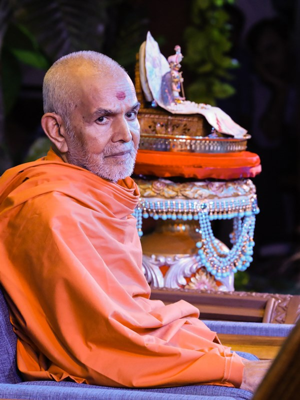 Swamishri watches the presentation